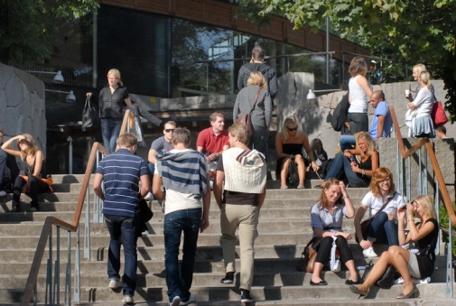 Students outside Aula Magna, Stockholm University. Photo: Eva Dalin
